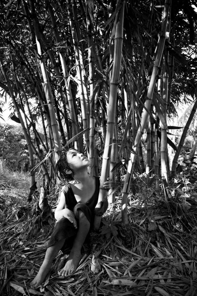 PETITE FILLE DANS LA JUNGLE DE BAMBOU, KHANH HOA